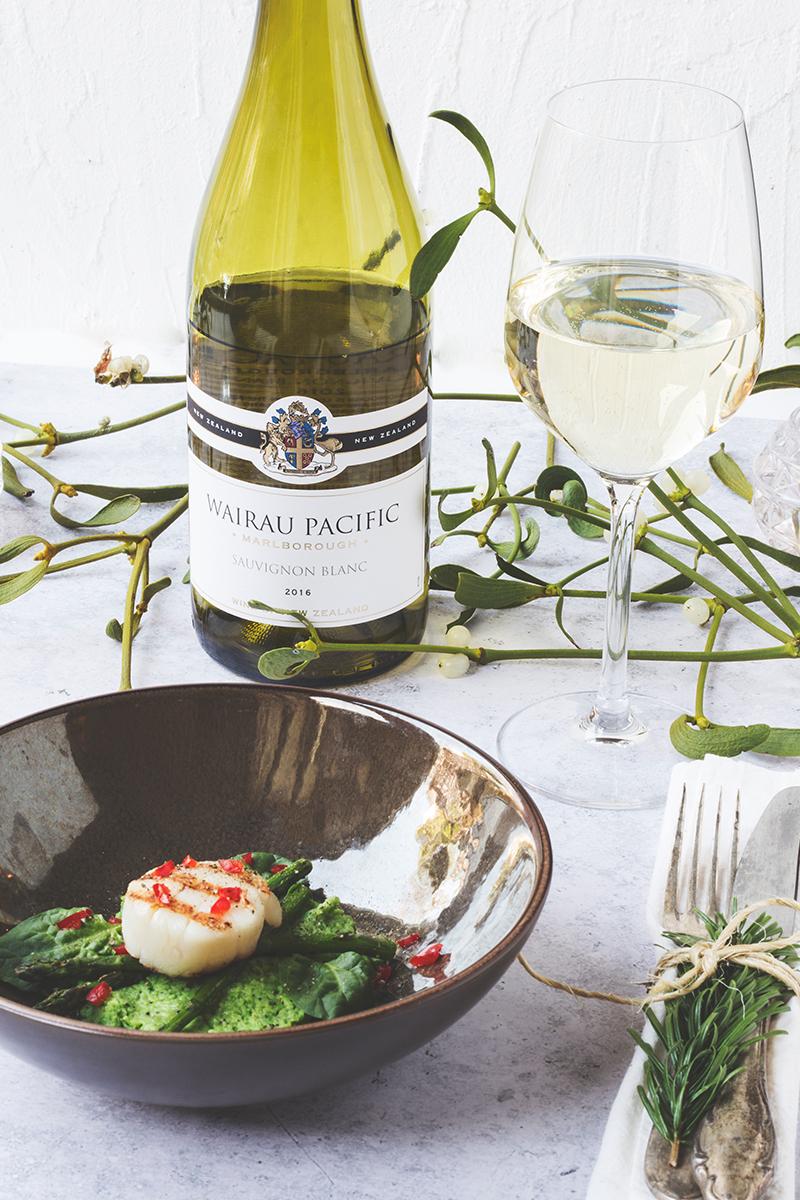 Coquilles met Asperges en Doperwtenpuree Voorgerecht Kerst - Wairau Sauvignon Blanc Nieuw-Zeeland