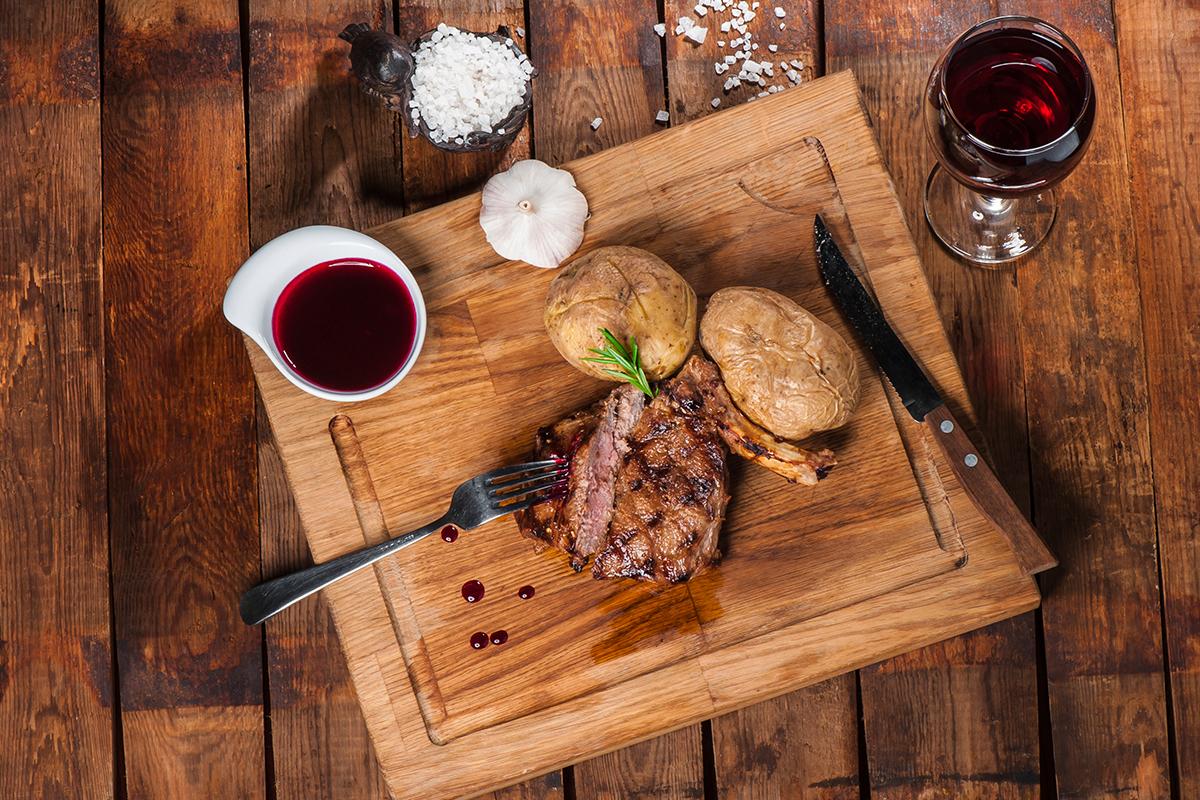 rode wijn met vlees